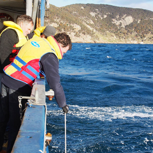 Scott Nichol and Neville Barrett deploy the sub-bottom profiler from the TV Bluefin